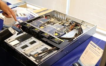 Tủ đĩa lưu trữ SAN/DAS tốc độ đọc 8 megabit per second