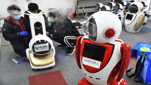 Robot phục vụ bệnh nhân dịch Covid-19 tại Vũ Hán